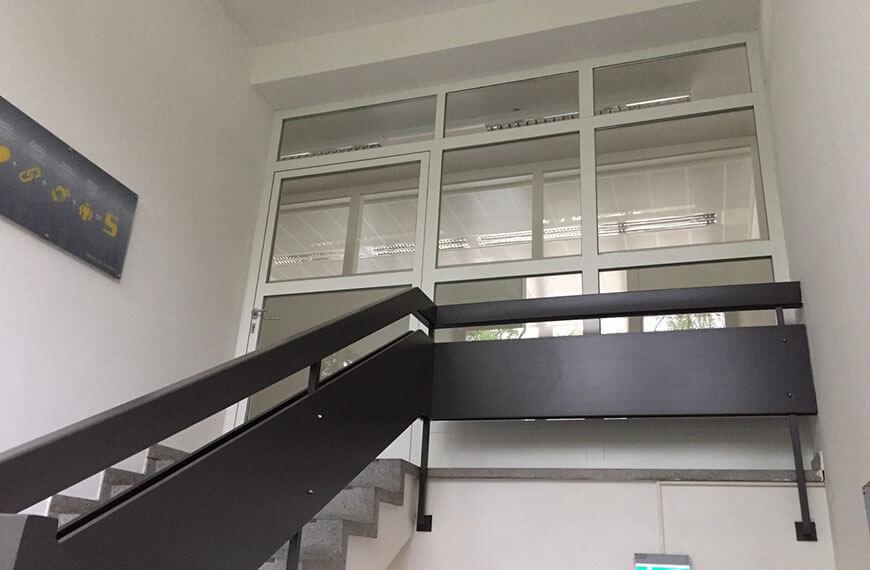 Malerei und Lackierung Stiegengeländer Firmengebäude Grödig Durchner