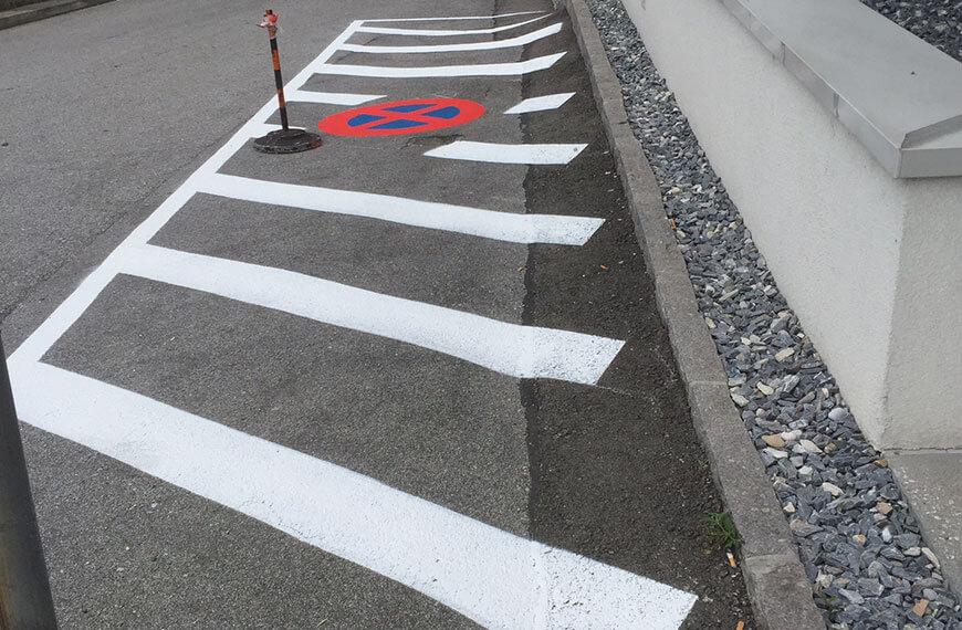 Markierung Sperrfläche Parkplatz Durchner